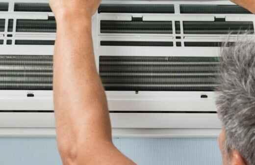 Wartung einer tragbaren oder wandfixierten Klimaanlage