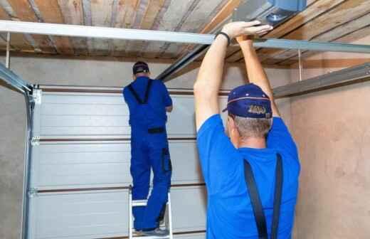 Reparatur des Garagentors - Eingangstür