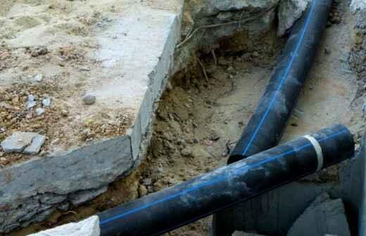 Rohrleitungen im Außenbereich installieren oder austauschen - Bohrer