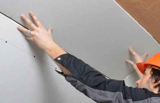 Trockenbau reparieren und Oberflächenstruktur geben - Wand