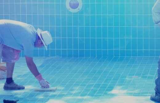 Swimmingpool reparieren - Verputzen