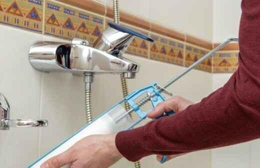 Dusche oder Badewanne reparieren - Abspritzen