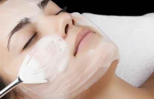 Gesichtsbehandlung - Dünn
