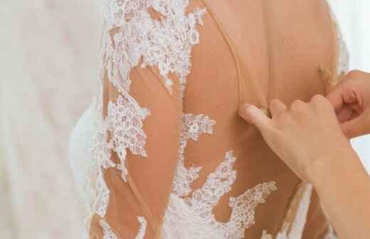 Brautkleid ändern lassen - Schneiderin
