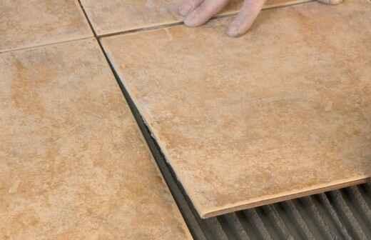 Stein- oder Fliesenboden reparieren oder ausbessern - Schaber