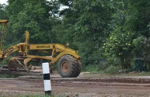 Gelände planieren oder einebnen - Kleine Fläche (weniger als 1 Acker) - Graben