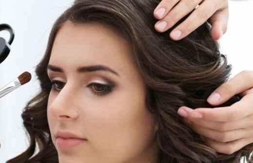 Hair und Make-up Stylist für Events - Kulissen