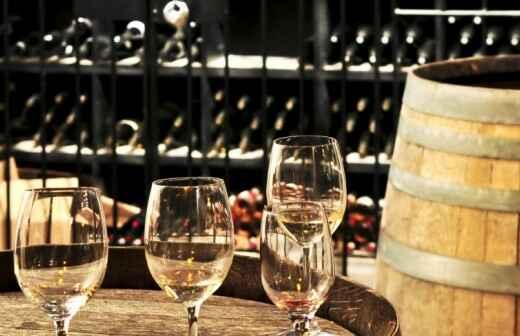Weinproben und Weingutsführungen - Reisbrantwein