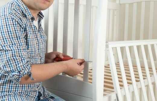 Kinderbett montieren - Kind