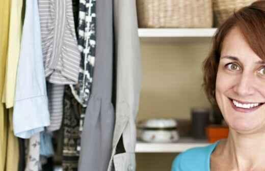 Kleiderschrank ordnen / organisieren