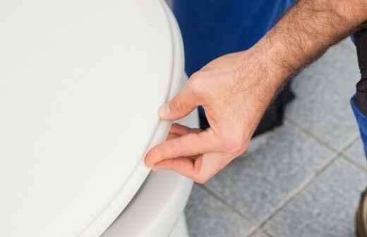 Toilettenreparatur - Wandhalterung
