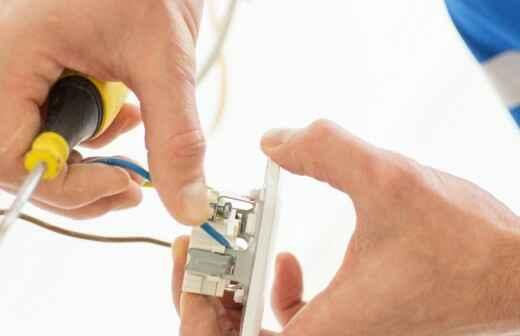 Reparatur von Lichtschaltern und Steckdosen - Fluoreszierend