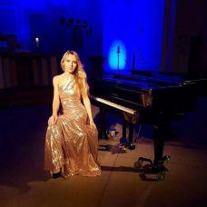Konzertpianistin  für Event ,Hochzeit, Jubilaum, Geburtstag, Firmenfeier,Messe - Musik Entertainment - Düsseldorf