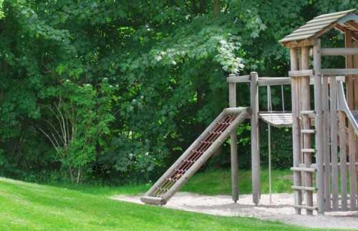 Spielgeräte aufbauen - Swings