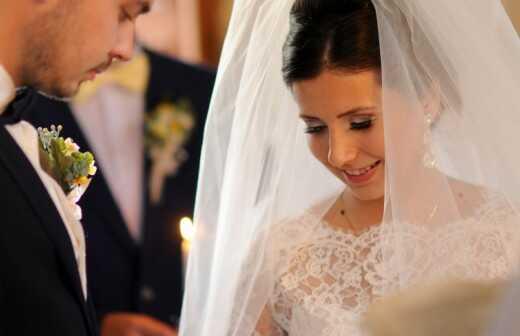 Offiziant für eine katholische Hochzeit - Offiziant