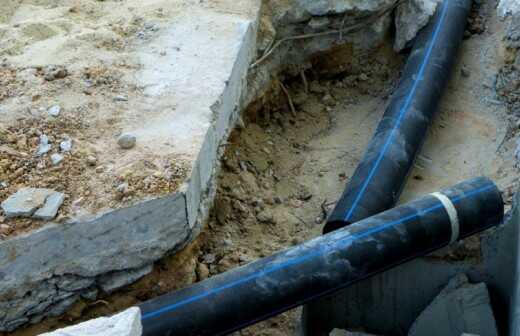 Rohrleitungen im Außenbereich reparieren oder warten - Wiesbaden