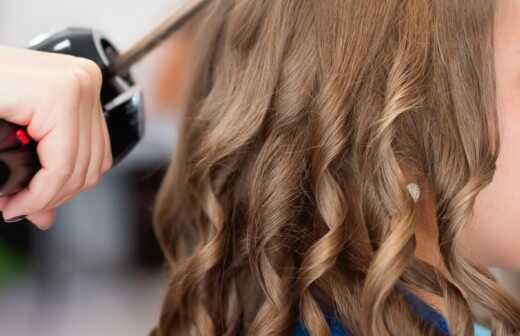 Haarstyling für Events - Kleider