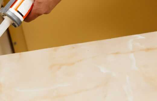 Küchenarbeitsplatte montieren - Desinfizieren