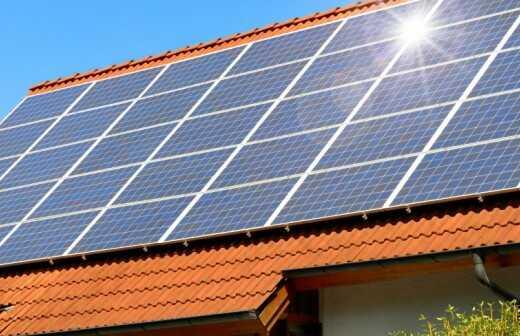 Reparatur einer Solaranlage / Photovoltaikanlage - Reinigung
