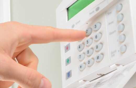 Sicherheitssystem und Alarmanlage reparieren - Eindringling