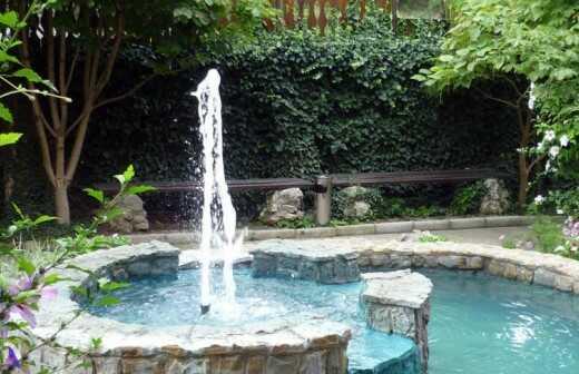 Teiche und Wasserlandschaften anlegen - Brunnen