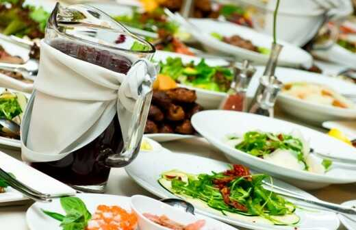 Catering für Firmenfeier (Abendessen) - Kellner