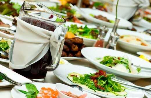 Catering für Firmenfeier (Abendessen) - Verpackt
