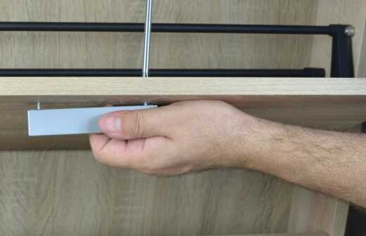 Kommode / Garderobe montieren - Völlig