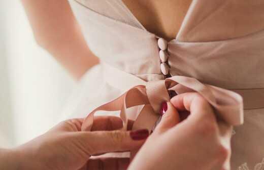 Brautjungfernkleid ändern lassen - Wiesbaden