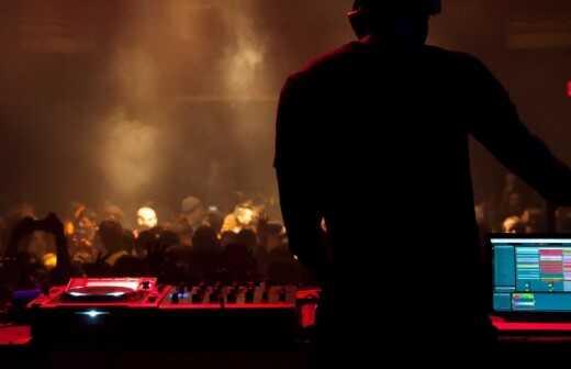 House und EDM DJ - Akrobaten