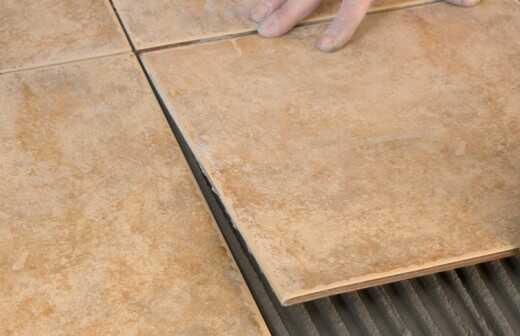 Stein- oder Fliesenboden reparieren oder ausbessern - Abplatzungen