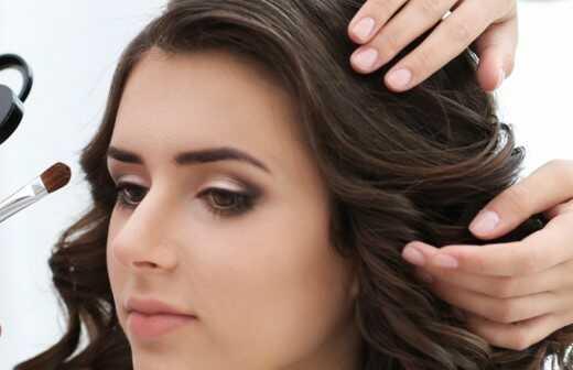 Hair und Make-up Stylist für Events - Tattoo