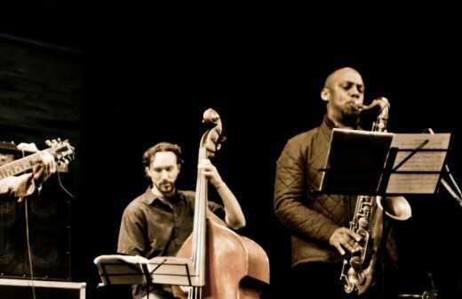 Jazz-Band - Harfenspieler