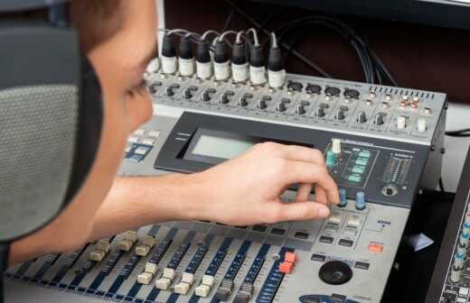 Audiogeräte für Veranstaltungen mieten - Bühne