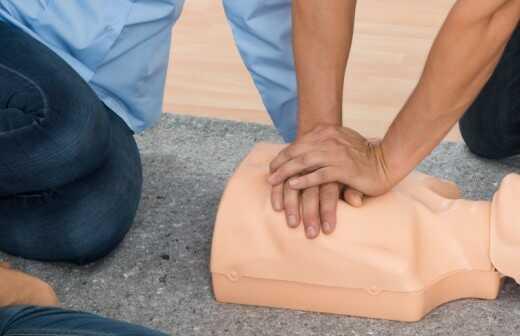 Herz-Lungen-Wiederbelebung Schulung (CPR) - Kompressionen