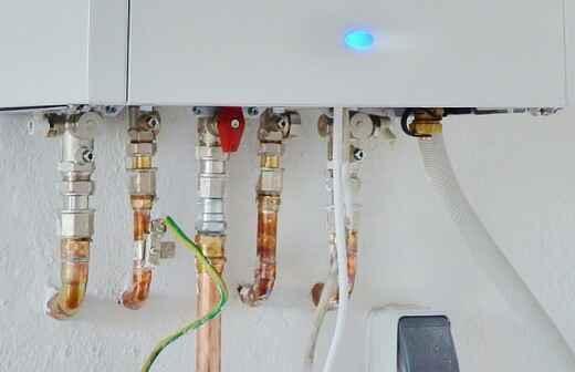 Revisión o mantenimiento de calentadores de agua sin tanque