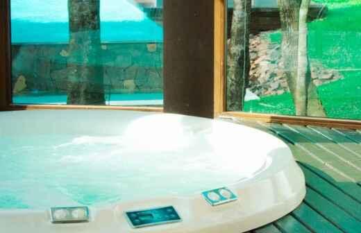 Limpieza y mantenimiento de jacuzzis y spa - Nadando