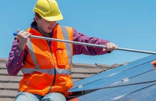 Limpieza o revisión de paneles solares - Peligros
