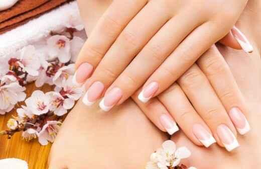 Manicura y pedicura (para mujeres)