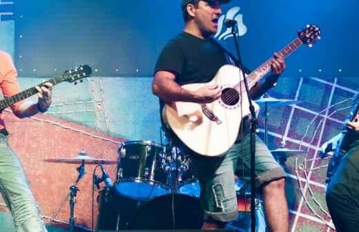 Entretenimiento con una banda de música rock - Guitarrista