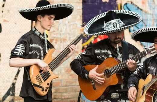 Entretenimiento con banda de mariachi y música latina