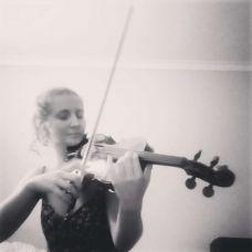 Daniela - Aulas de Música - Faro