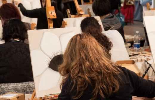 Qual é o preço de Aulas de Desenho, Pintura e Escultura? Fixando