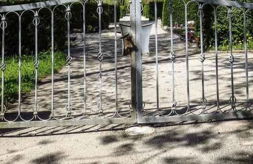 Instalação ou Reparação de Portões - Muro