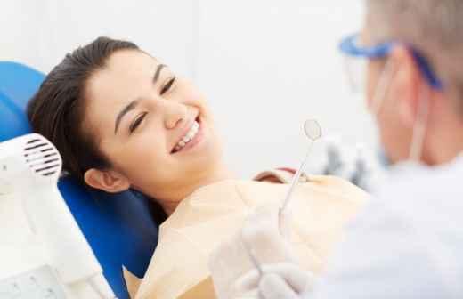 Qual é o preço de consulta de Cuidados Dentários? Fixando