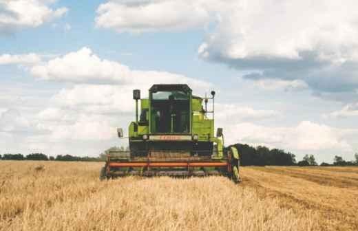 Aluguer de Equipamento Agrícola - Trator