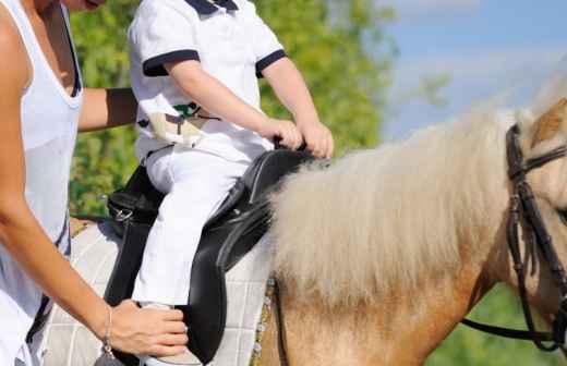 Aulas de Equitação - Saltando