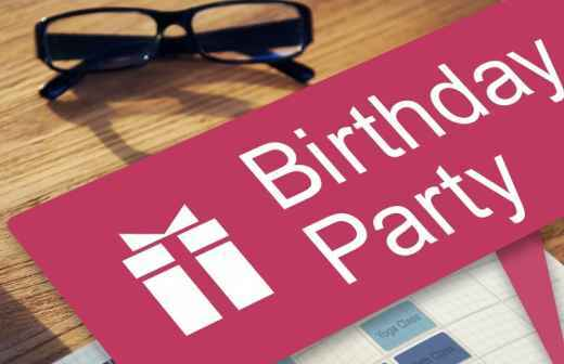 Planeamento de Festa de Aniversário - Empregado De Mesa
