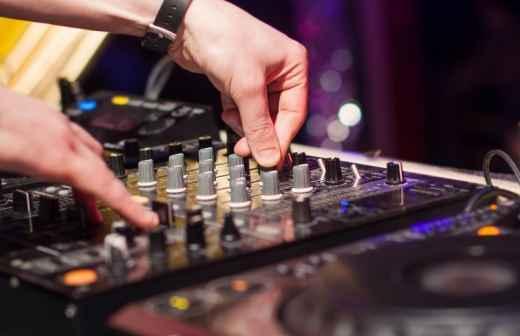DJ para Eventos - Cobrir Com Palha