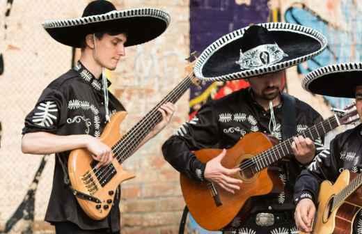 Entretenimento com Mariachi e Banda Latina - Guarda